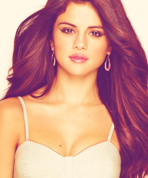 #SelenaGomez #hot