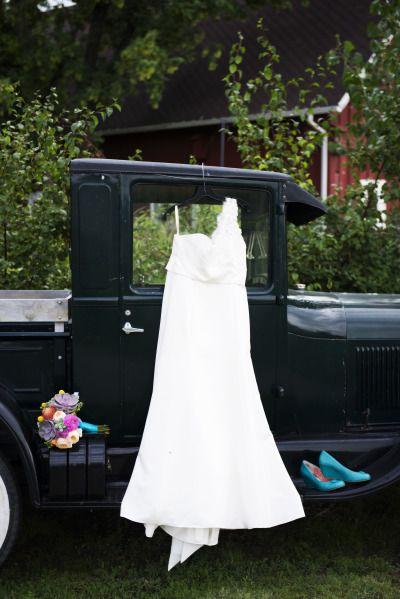 Beautiful budget-friendly wedding: http://www.stylemepretty.com/colorado-weddings/littleton/2014/07/17/beautiful-budget-friendly-wedding/ | photography: http://twoonephotography.com/