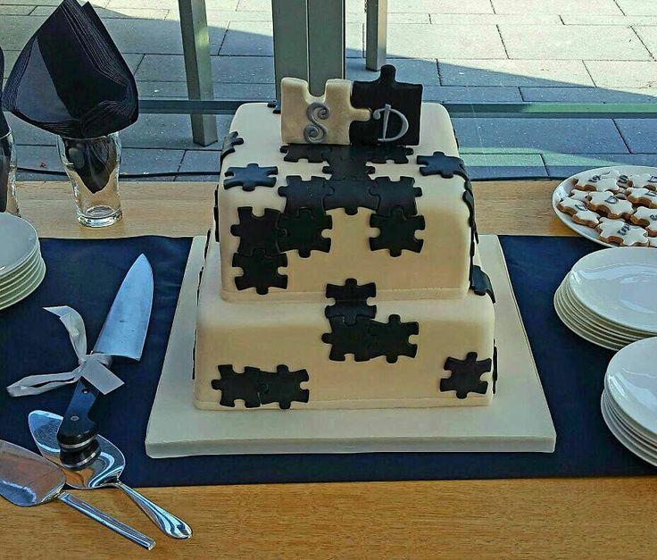 Wedding cake puzzle themed