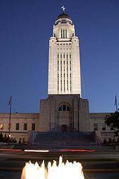 リンカーン市にあるネブラスカ州会議事堂-ネブラスカ州 - Wikipedia