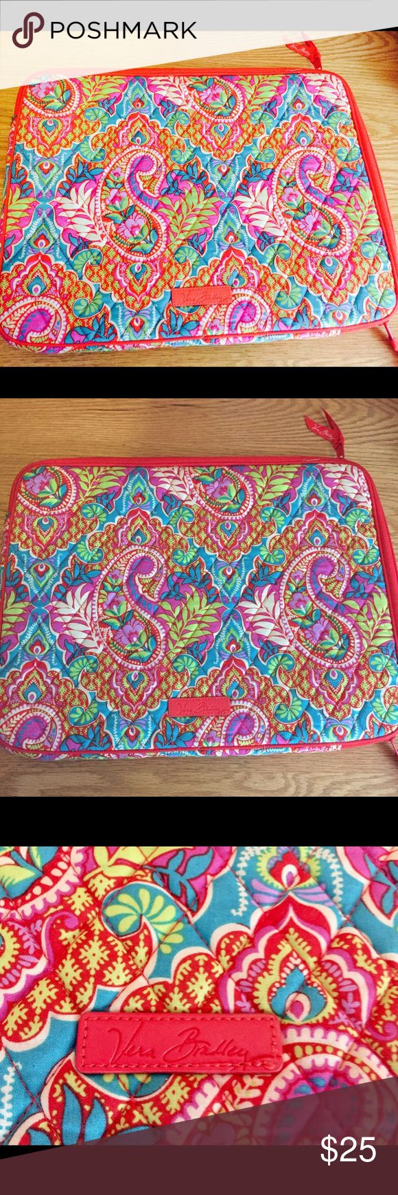 Large Vera Bradley Laptop Case Large Vera Bradley laptop case in perfect condition! Dimensions are 14 x 10 3/4 Vera Bradley Bags Laptop Bags