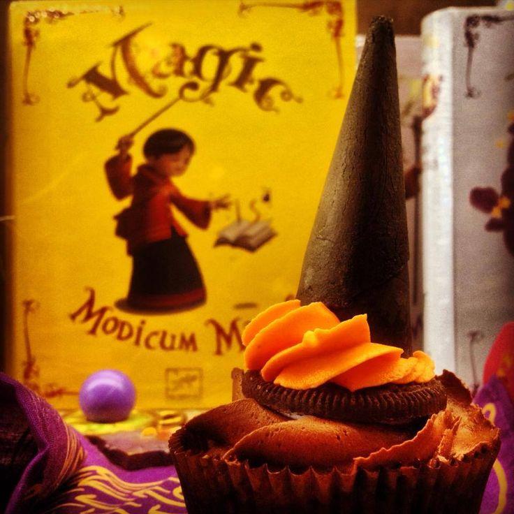 Triple Chocolate Wizard Λευκή σοκολάτα, υγείας και γάλακτος κρυμμένες στο καπέλο του μάγου.