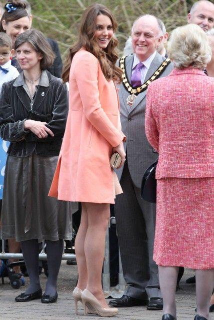 Kate Middleton visits childrens hospice