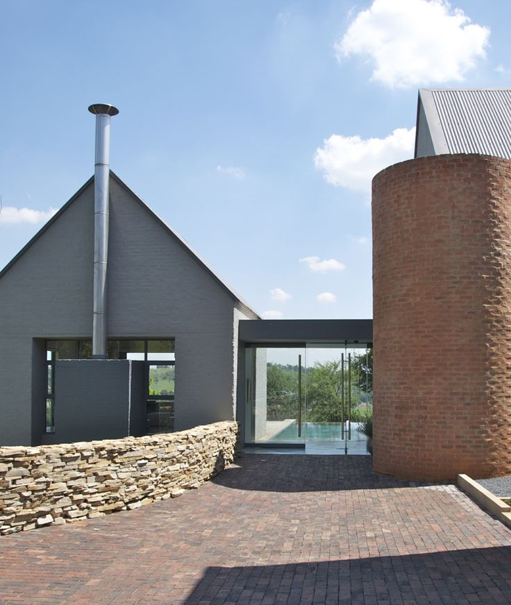 House Bezuidenhout - Entrance with frameless glass doors, overlooking swimming pool