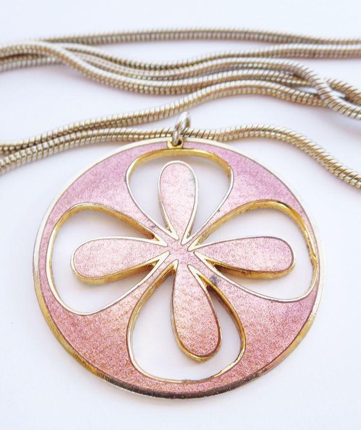 De Passillé-Sylvestre pink flower pendant. Enamel on gilded alloy.