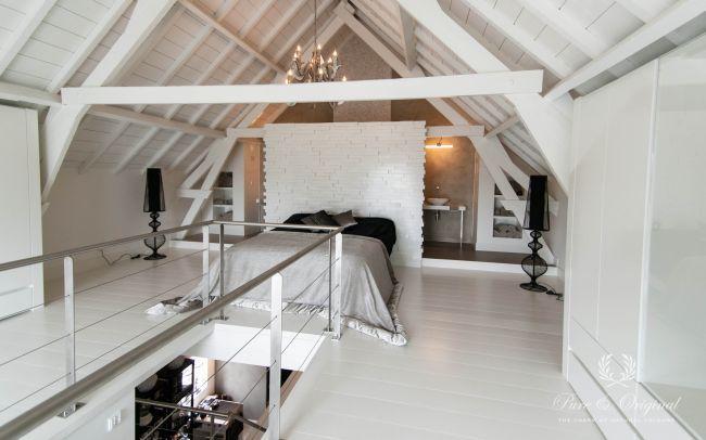 Slaapkamer en badkamer op zolder.  Floorpaint en badkamer met marrakech walls van Pure & Original