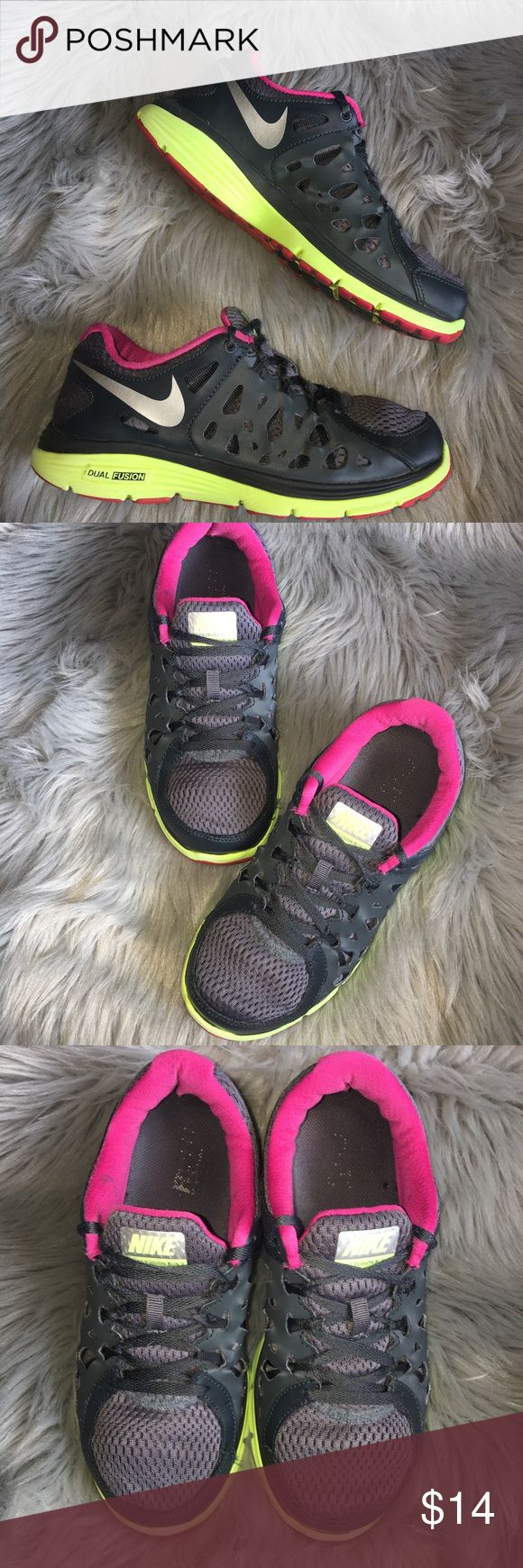 ✔️Nike Dual Fusion Shoes✔️ In great condition but with just the shoes laces being a little bit worn Nike Dual Fusion shoes. Nike Shoes Sneakers