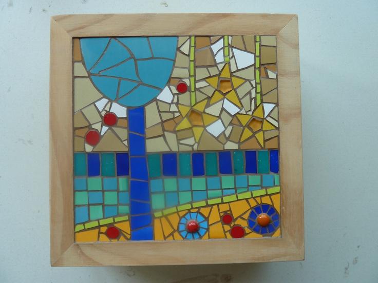 Mosaico ludico .... inspirado en los coloridos infantiles...  Teselas, ceramicos, vidrios y mini gemas !!!