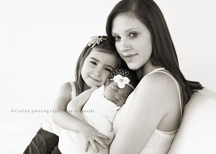 newborn with older sibling and mama