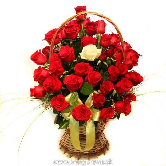 krásny košík ruží