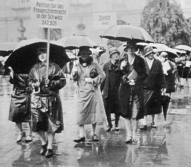 1929: Demonstration anlässlich der Einreichung einer Petition für das Frauenstimmrecht im Kanton Bern. (© Keystone)