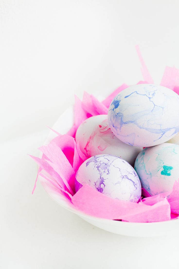 DIY Marble Easter Eggs Pastel Pretty how to make nail varnish easter tutorial spring-15