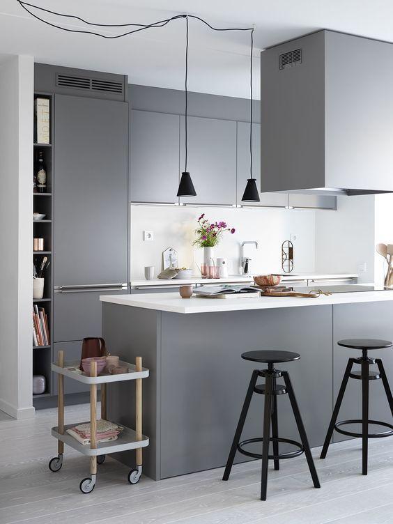 Kub - Ballingslöv - Fjäråskupan - KUB - Grå - InHouse - Köksö - kök - kitchen - Släta luckor - Minimalistiskt - Vitt golv