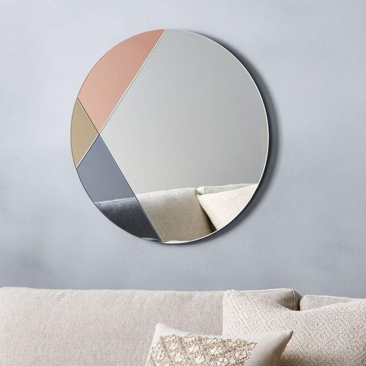 Our metallic multicoloured mirror mixes silver, gold and rose gold in a most alluring way.