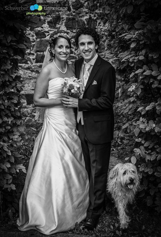 This dog was such a funny surprise during our wedding shoot. I love my job.  www.time-escape.de #zehntscheune #Hochzeitsfoto #Wedding #weddingphotopraphy #Hochzeitsfotos #Hochzeitsfotografie #newlyweds #brideandgroom #vintagewedding #Darmstadt , Hochzeitsfotos / Hochzeitsfotografie / Wedding / Braut / bräutigam / bride and groom /Brautpaarfotos