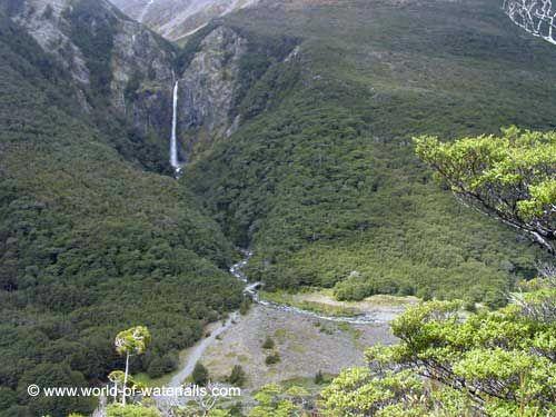 Cachoeira Punchbowl do Diabo, vista da Trilha de Scott. Parque Nacional da Passagem de Arthur, Canterbury (Ilha do Sul), Nova Zelândia.