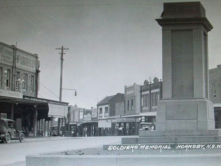 The Soldiers Memorial at Hornsby, New South Wales in the 1930's. v@e.