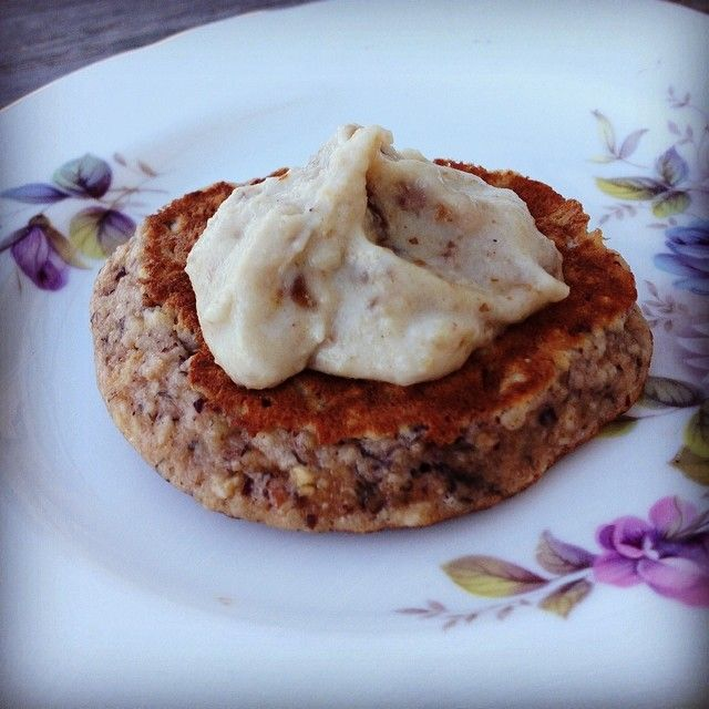 What a beautiful morning tea treat.... It's a fluffy dollop of caramelly cashew cream atop a pikelet of banana, oats and almond.... gluten, sugar and dairy free bliss.