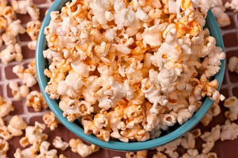 I like sweet popcorn and spicy popcorn... why not have both? cinnamon, sugar and chile oil