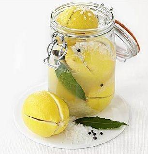 Cómo conservar limones. Ver receta: http://www.mis-recetas.org/recetas/show/19025-como-conservar-limones