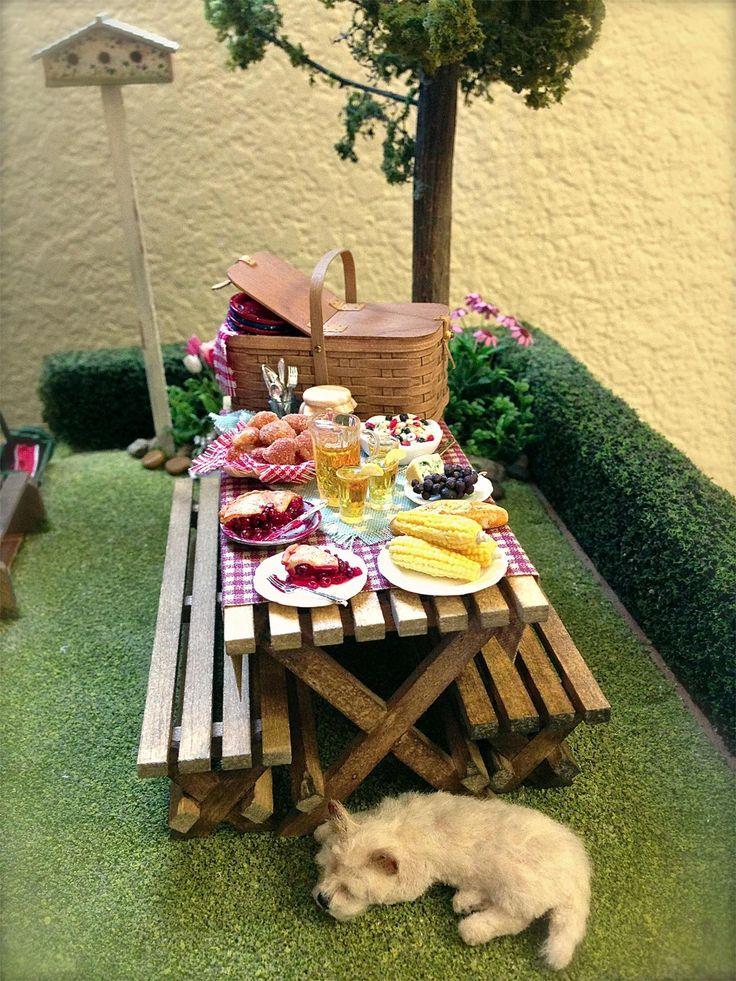 Kathleen Holmes  Memorial Day backyard picnic