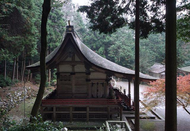 Nagare-zukuri... Si no me equivoco Ujigami shrine en Kyoto:D