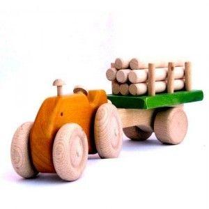 Tractor con remolque de troncos - Apto para todas las edades. www.artesania-alla.es