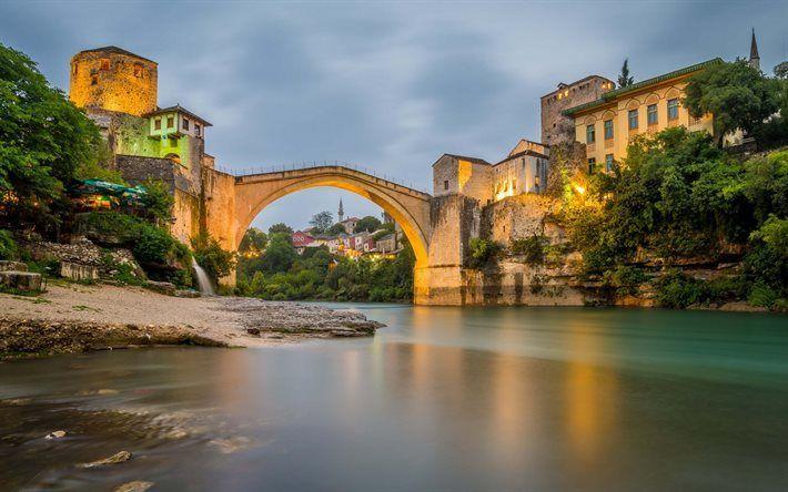Scarica sfondi Mostar, sera, pietra, ponte, fiume Neretva, Bosnia-Erzegovina, pedonale, ponte ad arco