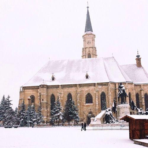 Arhitectură gotică. Biserica Sf. Mihail din #Cluj, construită în secolul al 14-lea. Foto © @crisam #viataincluj #romaniamagica