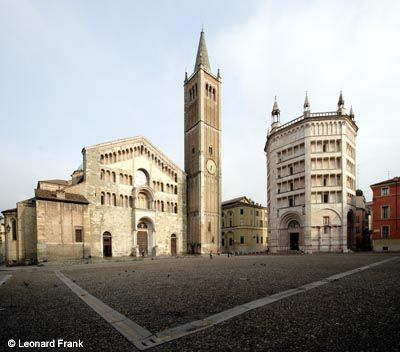 Piazza Duomo Cathedral (left) Consecrated in 1106, rebuilt after earthquake in 1117 Baptistery (right) (1196-1307)