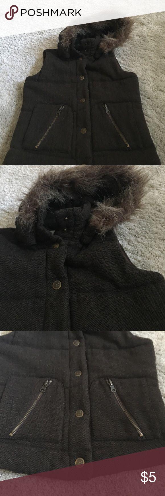 Little girls BB Dakota vest Faux fur, size small, food condition BB  Dakota Jackets & Coats Vests