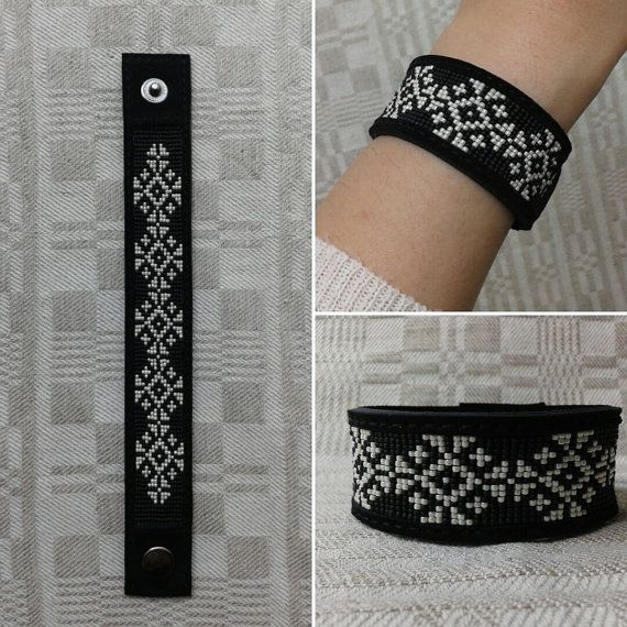 Loom beaded bracelet. Genuine leather by BeadAndLeatherStudio