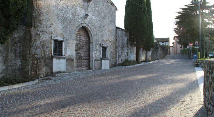 #porfido e #ciottoli #ticino per la #strada accanto alla #Chiesa #lagodigarda #lake #sun #pavimenti #rivestimenti #church #marble #sky #clouds #stone