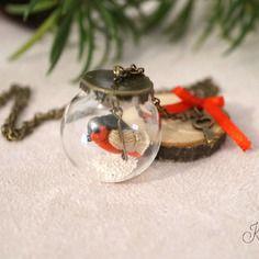 Sautoir bulle de verre et oiseau fil de lin.