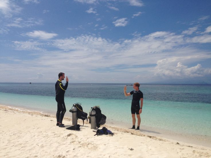 Discovering diving on Mantigue island, Camiguin, Philippines.   Join us!
