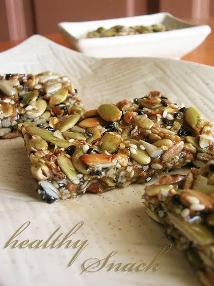 Ingredients: 40g rolled oats 40g sunflower seeds 40g pumpkin seeds Handful of black and white sesame seeds 3-4 tbsp clear running honey ...