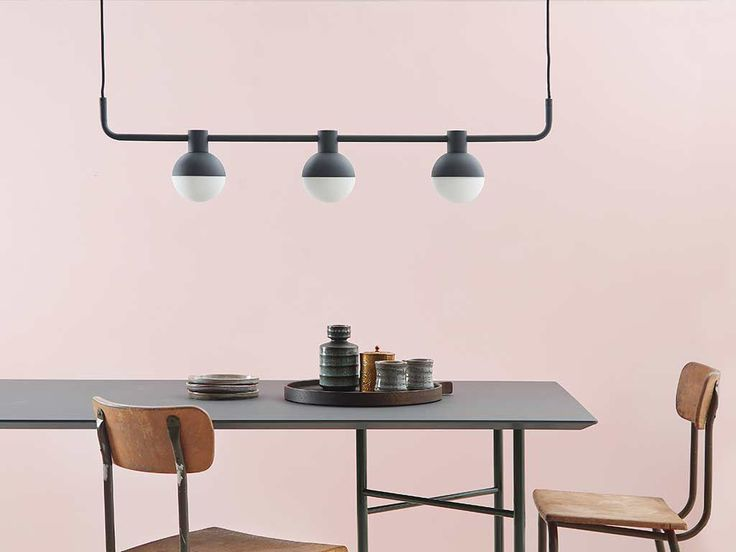 Pendelleuchte Fabian / 3 horizontale Spots - L 110 cm, Schwarz, matt von Frandsen finden Sie bei Made In Design, Ihrem Online Shop für Designermöbel, Leuchten und Dekoration.