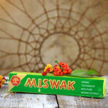 Naturalna pasta do zębów Dabur Miswak Herbal to specjalnie przygotowana mikstura z ekstraktem z Miswak – słynnego drzewa mającego właściwości czyszczące. Antybakteryjne właściwości Miswak pomagają w zapobieganiu próchnicy i innym chorobom jamy ustnej.