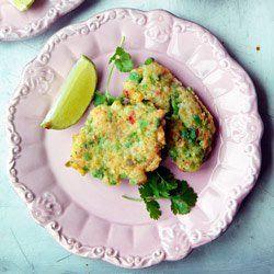 Placuszki z krewetkami, zielonym groszkiem, kolendrą i chili | Kwestia Smaku