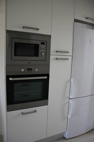 Diseno de cocinas dise o de cocinas en las rozas madrid - Encimera granito blanco ...