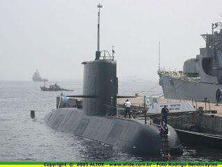 Desarrollo y Defensa: defensa - SubmarinosEl TR-1700 es una serie de submarinos de propulsión convencional, construidos en Thyssen Nordseewerke, Emden, Alemania. Fueron concebidos para ataques contra fuerzas de superficie, submarinos, tráfico mercante y operaciones de minado. Dos unidades fueron entregadas a la Armada Argentina que los asignó a su Comando de la Fuerza de Submarinos (COFS) y su puerto de amarre es la Base Naval de Mar del Plata.