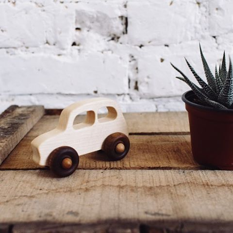 #littlefrenchcar  @celine_audetourdunchemin  • #woodenstory #woodencar #woodentoy #fsccertified #ecocertified finished with #beeswax and #botanicaloils #handcrafted #artisanmade #ecotoys #minimalist #slowliving #consciousliving #organictoys #organictoddler #ecobaby #heirloomtoys #ecofriendly