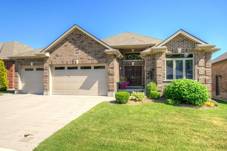 Ranch with Triple Car Garage & Finished Basement in Talbot Village -  $539,900 - http://www.LondonOntarioRealEstate.com/listing/cms/3648-settlement-trail-london-ontario/ -  #RealEstate #ForSale in #London #Ontario by #Realtor