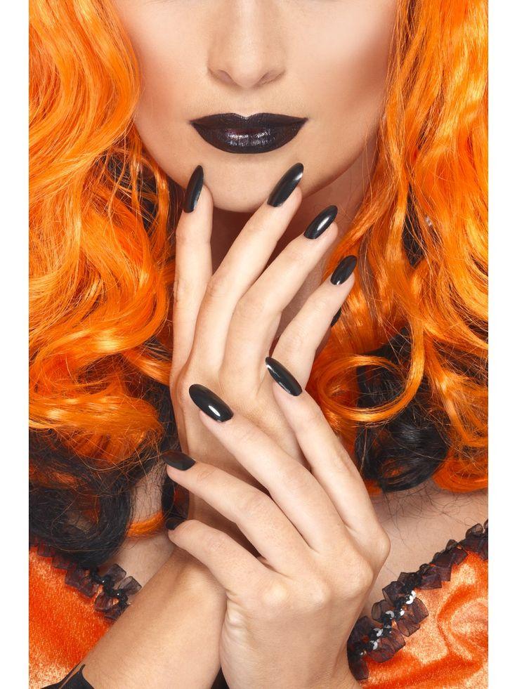Musta kynsilakka ja huulipuna.