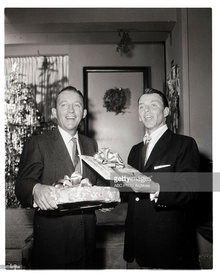 THE FRANK SINATRA SHOW - Christmas Show - Airdate: December 20, 1957. (Photo by ABC Photo Archives/ABC via Getty Images) L-R: BING CROSBY; FRANK SINATRA