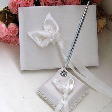 Calla Lily bryllup gjestebok og penn sett i hvit sateng – NOK kr. 164