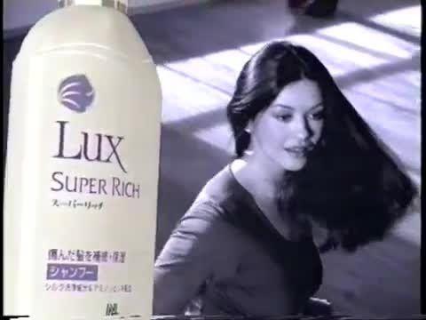 キャサリン・ゼタ=ジョーンズ/Catherine Zeta-Jones LUX - http://hagsharlotsheroines.com/?p=82013