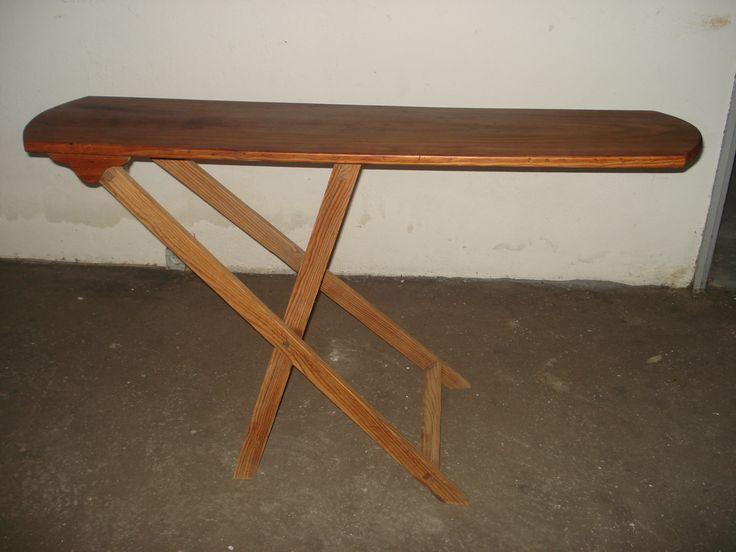 Antiga tábua de engomar | Vintage C: 1,345m | L: 0,31m | Alt: 0,81m  | 45€