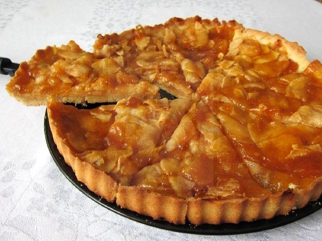 Tradiční francouzský jablečný koláč , recept