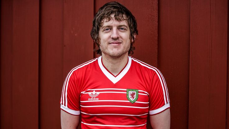 Elis James' Feast of Football: Visiting ex-clubs and injury recovery https://t.co/Xm0ZDX5t94
